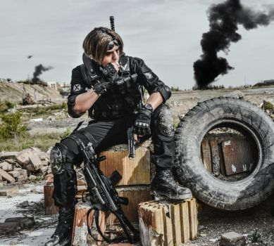 Cosplay Ghost Warrior-taking break by SPARTANalexandra