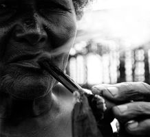 woman smoking by poivre