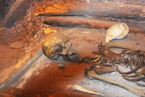 Skeleton in mound 2 by MLeighS
