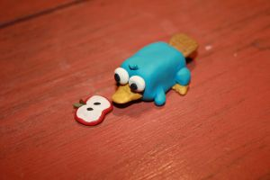 Baby Perry Is Hungry :O by Magzzz-McD