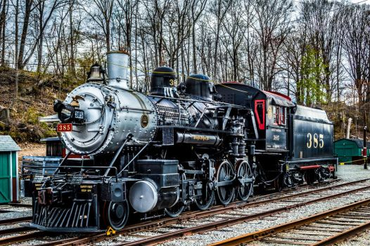 Train 385 HDR by Pawsofsteel