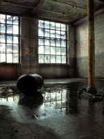 Urbex : Reflected Barrel by exkub