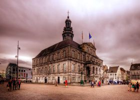 Stadhuis Maastricht II by kdiff3