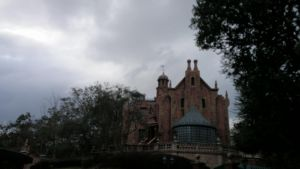 This mansion looks sad by frightmare99