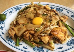 Fried Asian Noodles with Raw Egg by nosugarjustanger