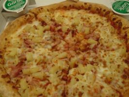 Double bacon and pineapple pizza by mylesterlucky7