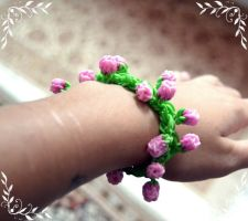 Rose bud loom band :D by Brithzy