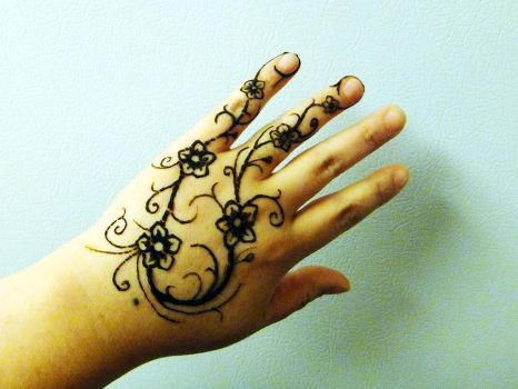 Henna design left hand by JJShaver