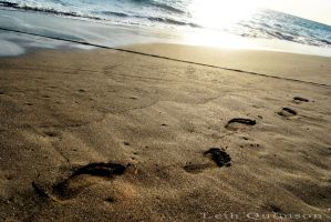 Footprints in the sand by ezleih
