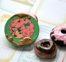 Brooch 12 by Rinnanine