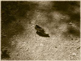 Lonely shoe by tzimmer