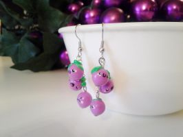 Cute grape earrings by kikums