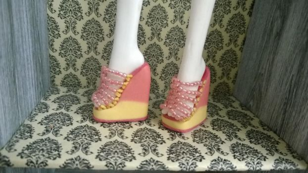 Shoes for Monster High dolls by TheStripyCat