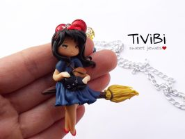 Kiki in my hand by tivibi