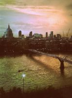 Thames at Dusk by CheBertrand