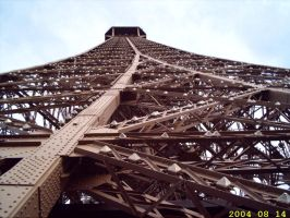 Eye on the Eiffel tour by keziakos