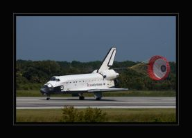 Endeavour nose-gear down by OpticaLLightspeed