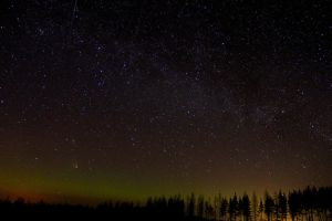 Milky way and Panstarrs above the canopy by Antza2