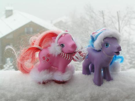 Pony Snow Fun by PrincessAmalthea