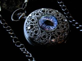 Regal Pocket Watch - Dragon Eye Super Shift silver by LadyPirotessa