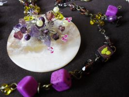 Crocheted crystals on mother of pearl by edelweiss-workshop
