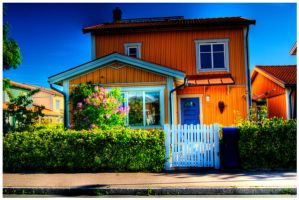 The House That I Grew Up In by igelkotten