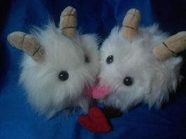 League of Legends kissing Poro plushies! by PollyRockets
