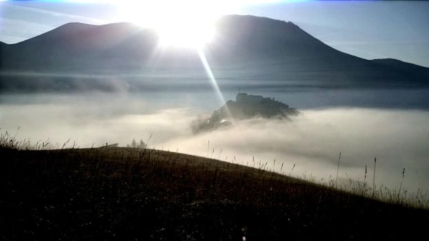 Castelluccio in the morning 3 by Hellle