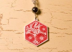 Hexagon red flower necklace by skuggsida
