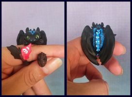 Toothless and Hiccup's mask - earrings by Trillink