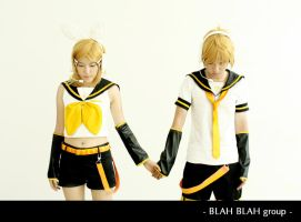 Vocaloid_hand in hand by Dan-Gyokuei