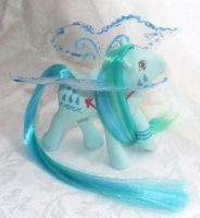 Water Flutter Pony by customlpvalley