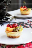 Cheesecake with fruits by kupenska