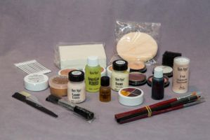 Makeup-Kit by harlequinsus