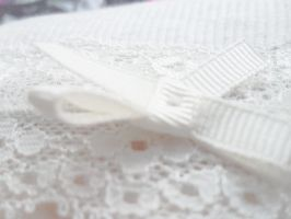 Delicate Bow fabric by thinminmeg