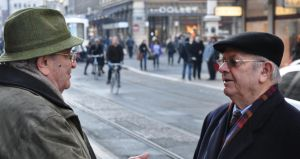 Morning dialog of experts on the street - Geneva by Rikitza