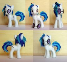 Vinyl Scratch Custom by atelok