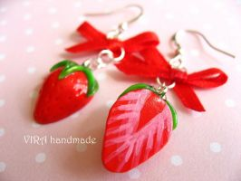 Cute strawberry earrings by virahandmade