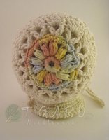 Dual coloured baby bonnet - back view by tigardneedlework