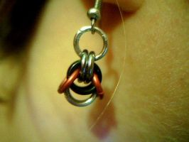Rocket ship maille earrings by lunabellvarga