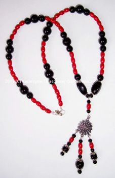 Black red necklace by Fabrykanina