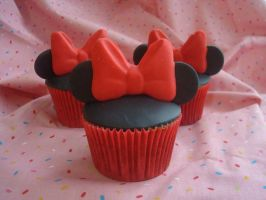 Minnie Mouse Cupcakes by analage