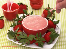 Creamy Starwberry Yogurt Fruit Dip by theresahelmer