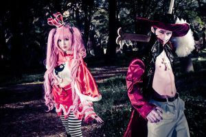 One Piece : Perona X Mihawk by RaikouCos