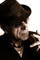 Old man smoking by DavidBenoliel
