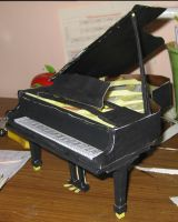 Piano Papercraft by thanxforthefish