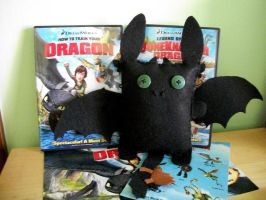 Toothless Plush by QueenPaige