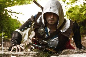 Edward Kenway climbing some rocks by eyes1138
