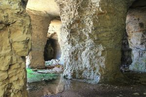 Piasa Caves by WhoeMelk13