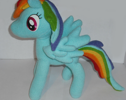 Rainbow Dash Plush by flufflestuff